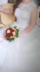 Шикарное свадебное платье белого цвета