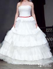 Платье белое пышное с корсетом очень удобное