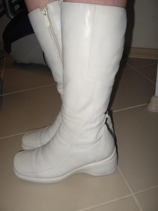 Спортивная китаянка в белых сапожках 14 фотография